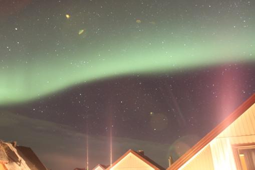 我們由山上走回屋時,見到漫天都是北極光!