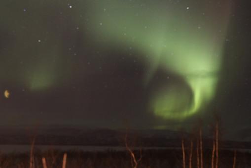一個「C」字形北極光