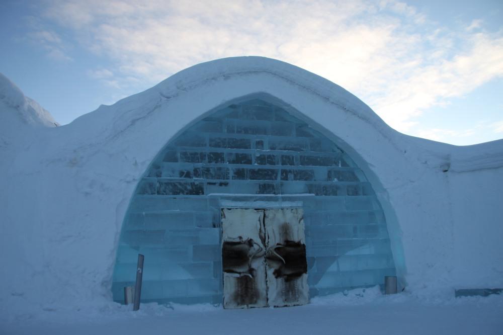 Ice Hotel  的冰房入口