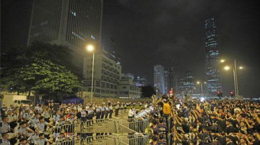 「佔中」人士昨晚開始包圍特首辦和政總