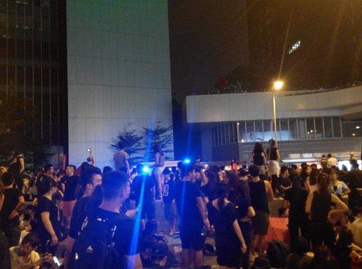 金鐘的佔領範圍已經預留了緊急通道,我昨晚就見到兩架救護車和一架消防車經過