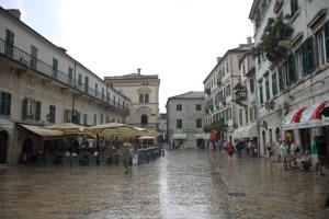 一入舊城的廣場,都是被 cafe 和商店霸佔了