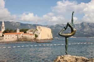 著名的 Budva Dancer 雕像