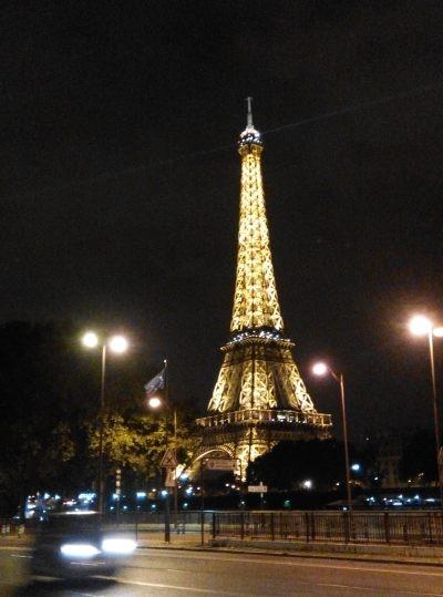 L'Astrance 的地點行出大街就見到巴黎鐵塔