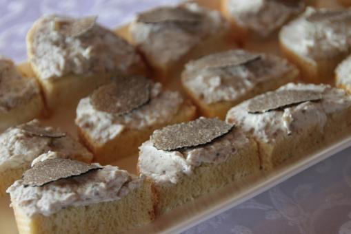 這片麵包上的黑松露在 Buzet 的標準來說不算多了