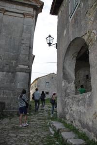 城裡的建築殘殘舊舊