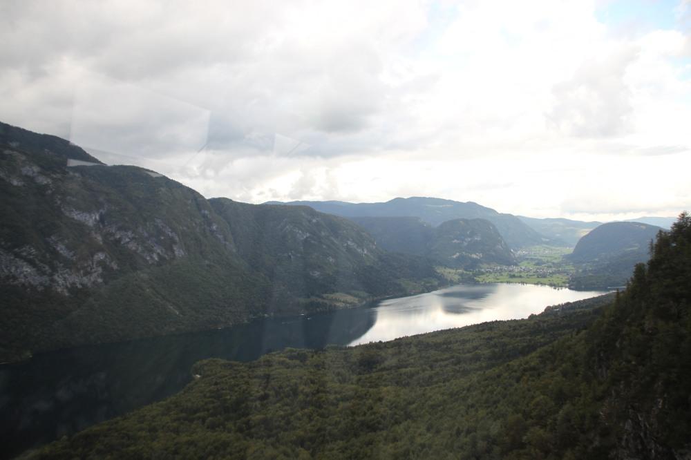 唯一一張 Lake Bohinj 的相就是坐吊車上山時拍的,角度光線都不是很好