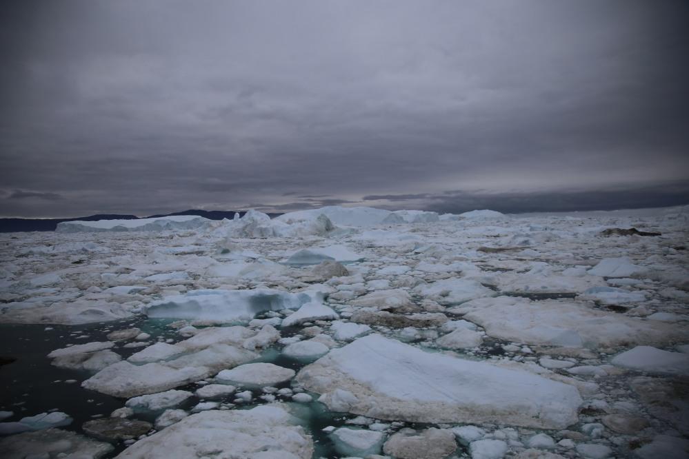 天陰陰下看到的冰山,感覺更震撼!