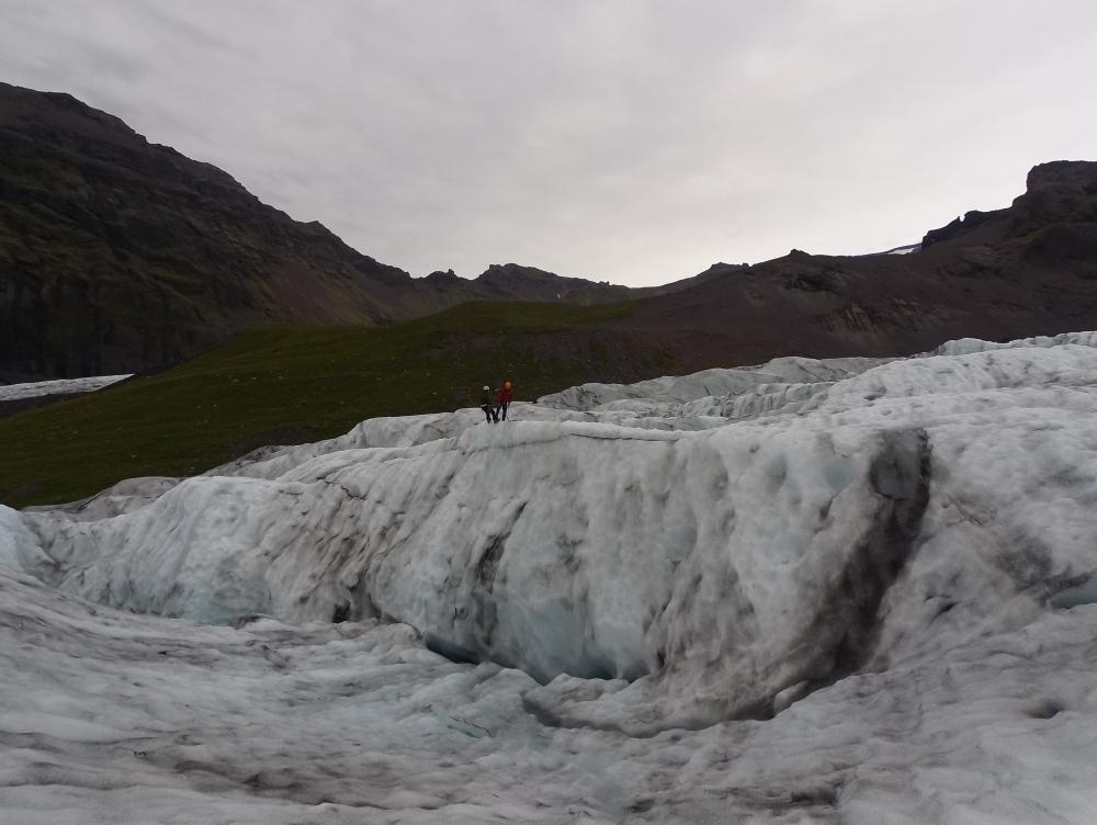 這就是我們這次要爬的冰山。嘩!90度垂直,點爬呀?