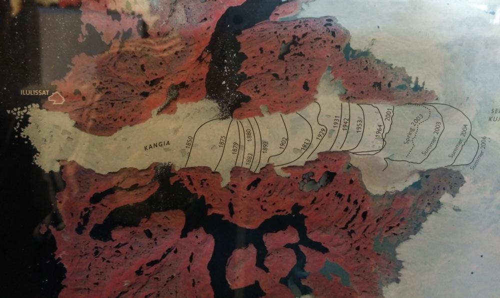 Kangia 冰川的出口一直向入移