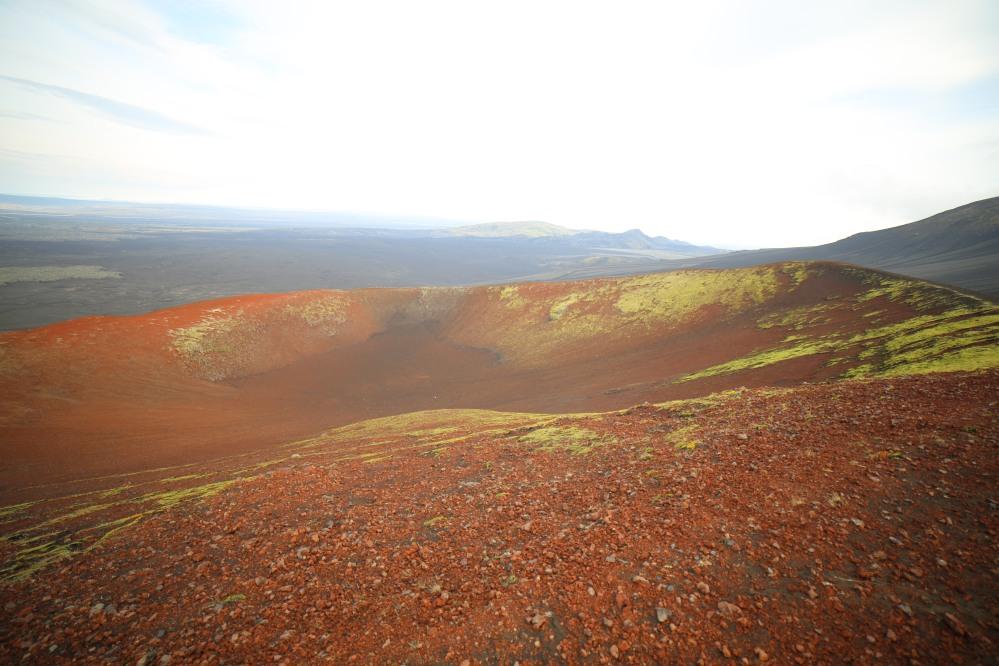 呈紅色的舊火山口