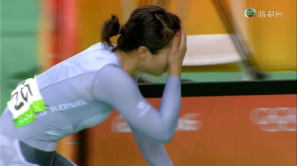 失落獎牌後李慧詩掩面痛哭。(無視電視截圖)